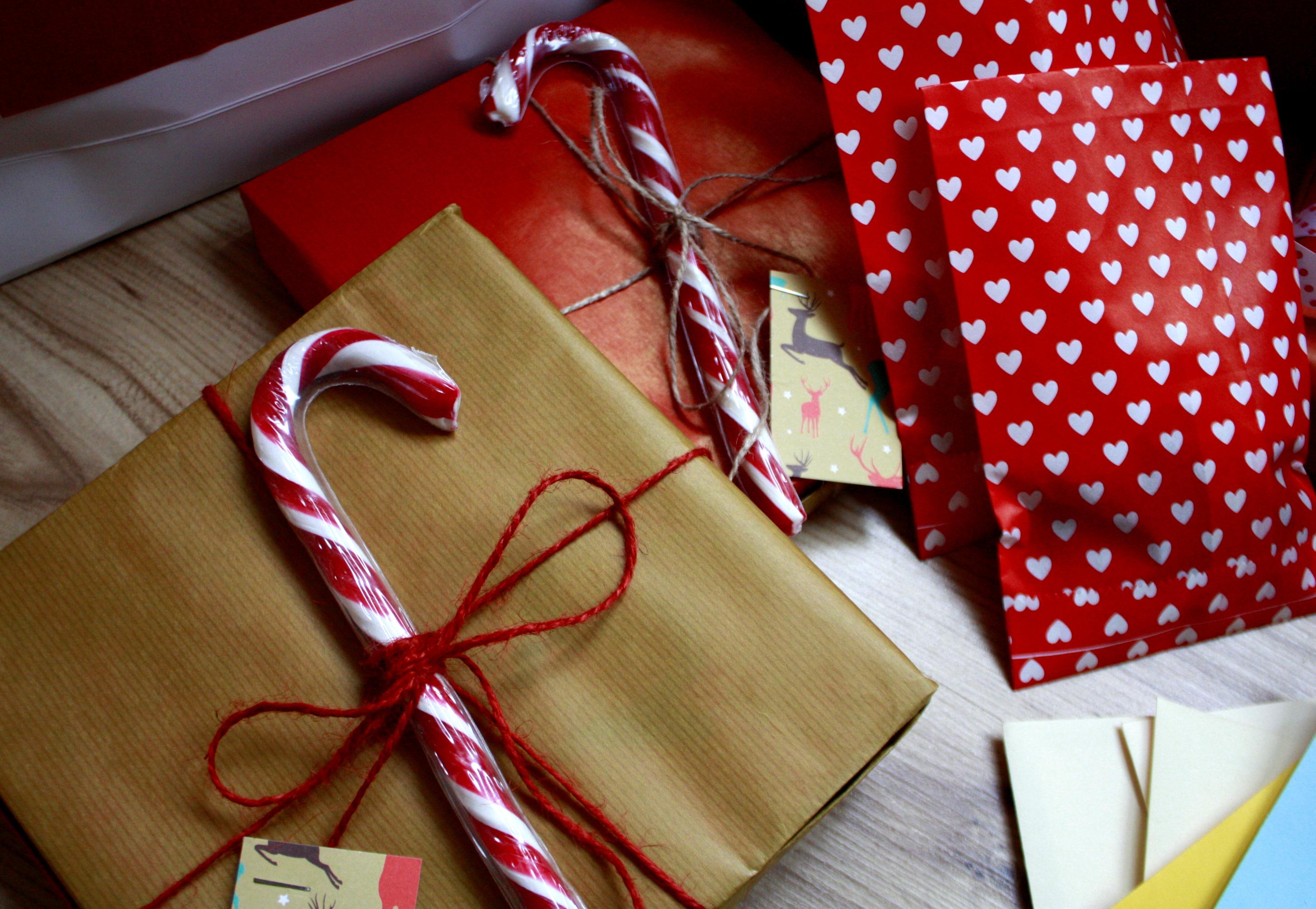 Pakowani prezentów laska Mikołaja