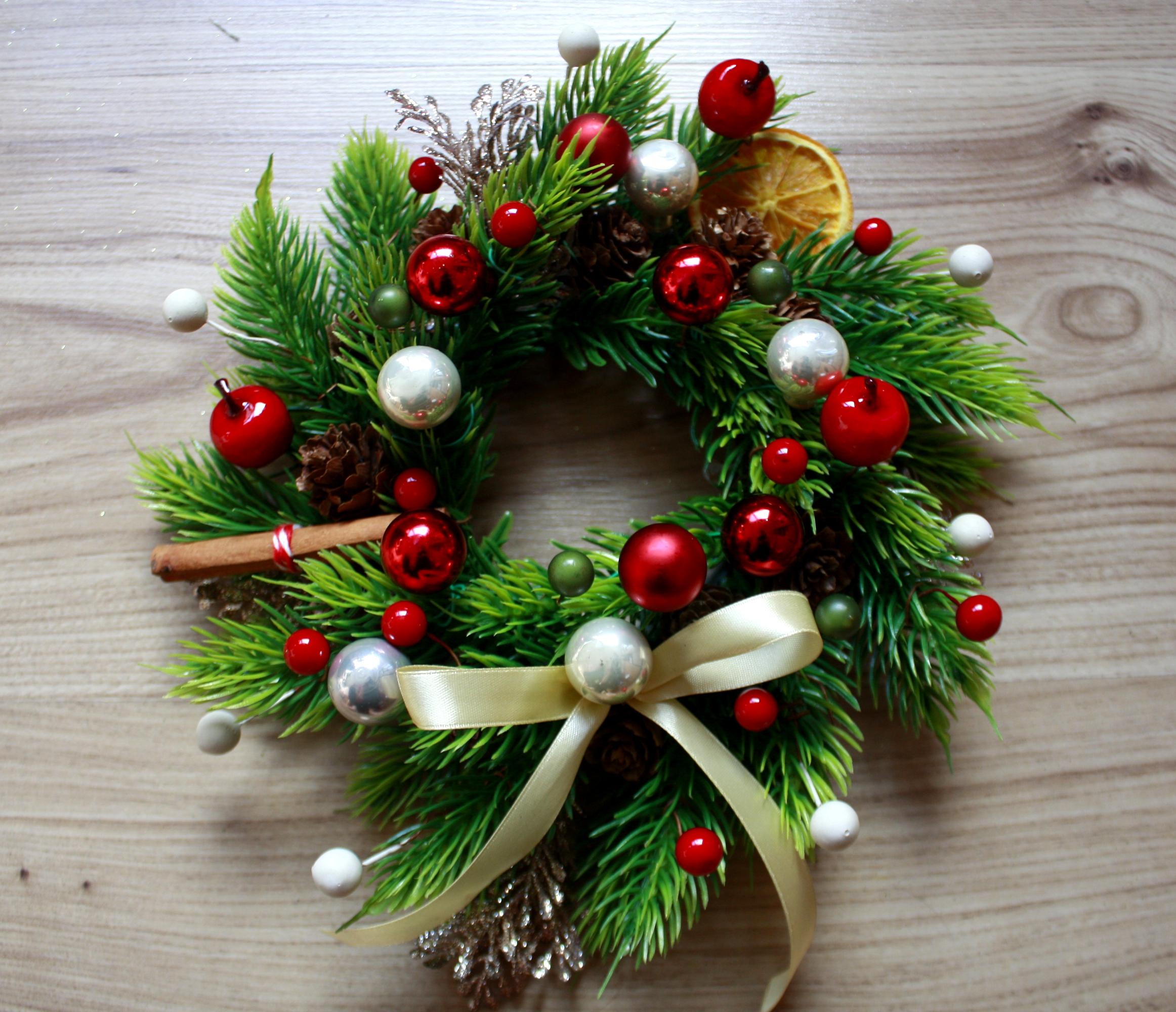 wianek świąteczny na drzwi zewnętrzne