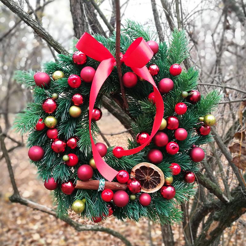 wianek świąteczny rudolf z czerwoną kokardą